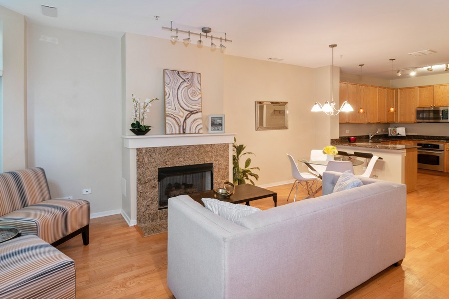 Real Estate Photography - 101 N. Euclid Avenue, Unit 19, Oak Park, IL, 60301 - Living Room