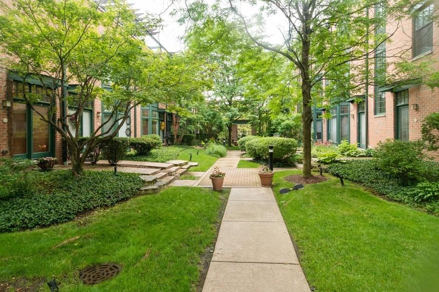 Real Estate Photography - 101 N. Euclid Avenue, Unit 19, Oak Park, IL, 60301 - Location 1