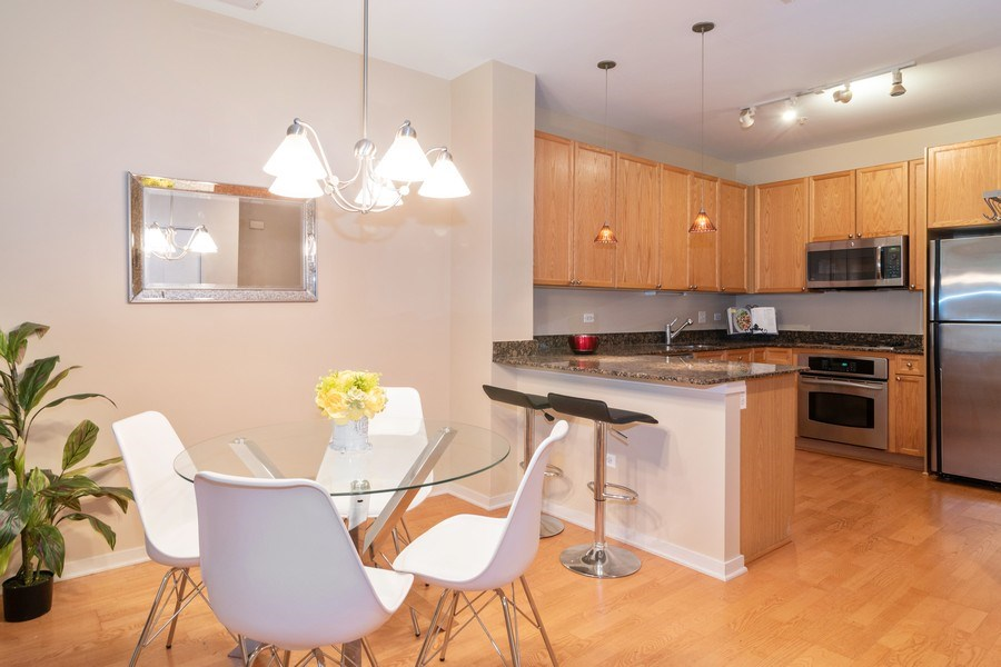 Real Estate Photography - 101 N. Euclid Avenue, Unit 19, Oak Park, IL, 60301 - Dining Room