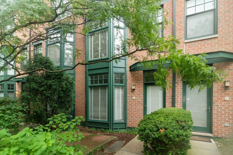 Real Estate Photography - 101 N. Euclid Avenue, Unit 19, Oak Park, IL, 60301 - Front View
