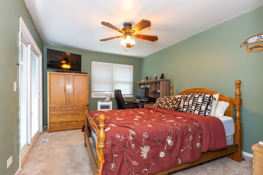 Real Estate Photography - 7S409 CREEK Drive, Naperville, IL, 60540 - MASTER BEDROOM