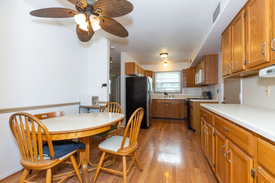 Real Estate Photography - 7S409 CREEK Drive, Naperville, IL, 60540 - KITCHEN