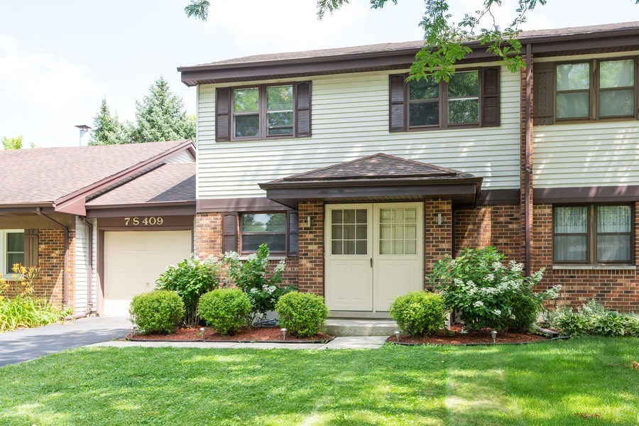 Real Estate Photography - 7S409 CREEK Drive, Naperville, IL, 60540 - EXTERIOR FRONT