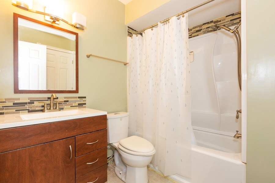 Real Estate Photography - 7S409 CREEK Drive, Naperville, IL, 60540 - BATHROOM