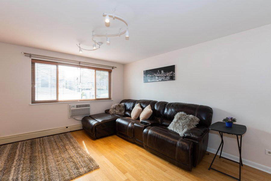 Real Estate Photography - 4881 N. Hermitage Avenue, Unit 102, Chicago, IL, 60640 - Living Room