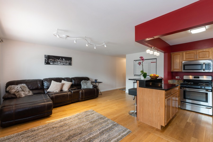 Real Estate Photography - 4881 N. Hermitage Avenue, Unit 102, Chicago, IL, 60640 -