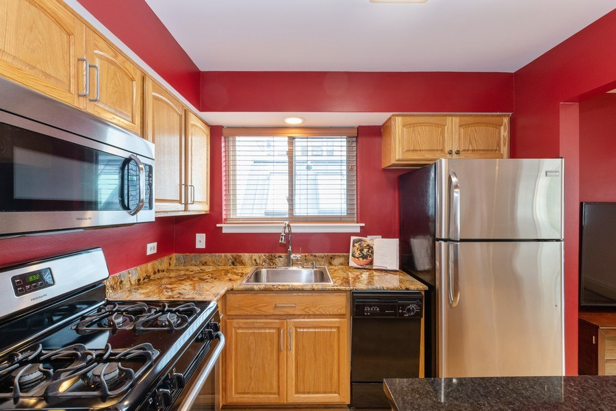 Real Estate Photography - 4881 N. Hermitage Avenue, Unit 102, Chicago, IL, 60640 - Kitchen