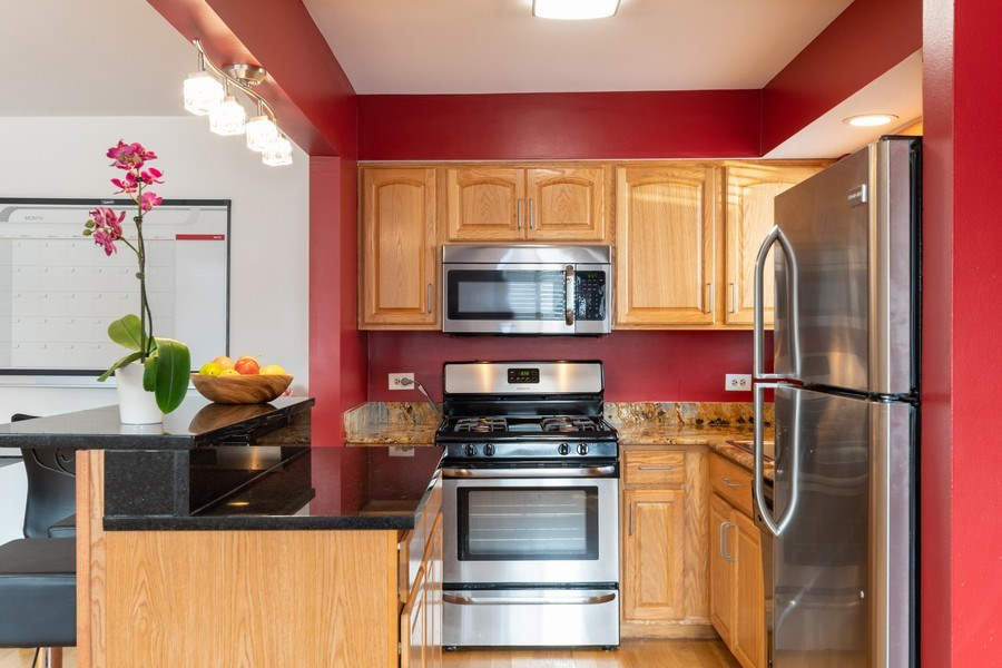 Real Estate Photography - 4881 N. Hermitage Avenue, Unit 102, Chicago, IL, 60640 - KTCHEN WITH ISLAND