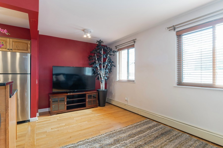 Real Estate Photography - 4881 N. Hermitage Avenue, Unit 102, Chicago, IL, 60640 - DINING ROOM AREA