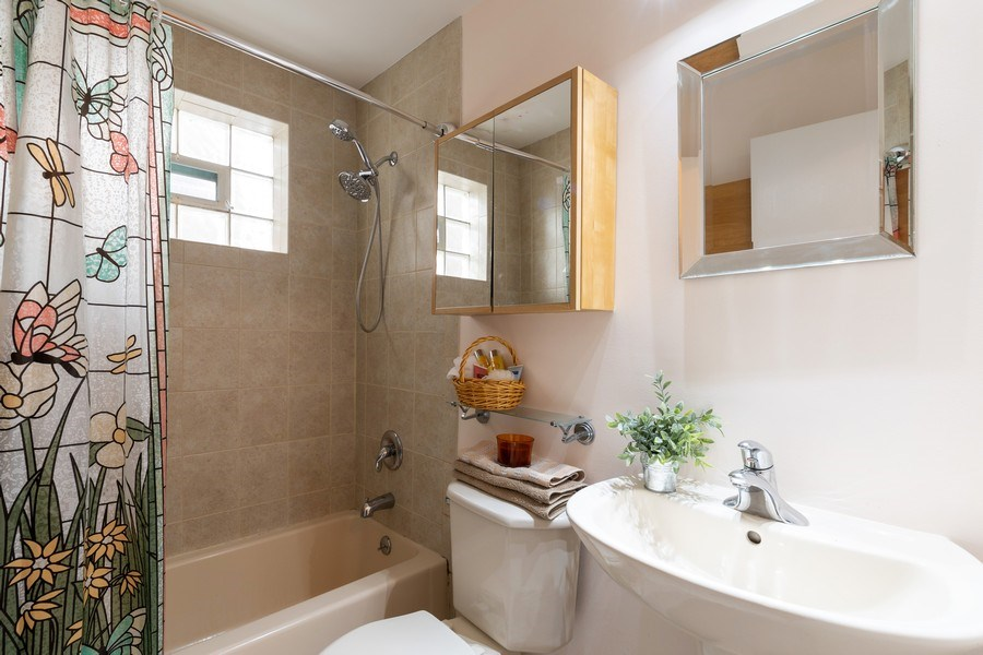 Real Estate Photography - 4881 N. Hermitage Avenue, Unit 102, Chicago, IL, 60640 - BATHROOM W CABINETS