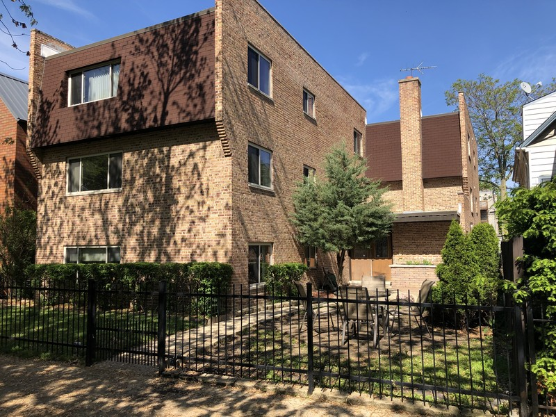 Real Estate Photography - 4881 N. Hermitage Avenue, Unit 102, Chicago, IL, 60640 - SUNNY FRONT VIEW IN PM