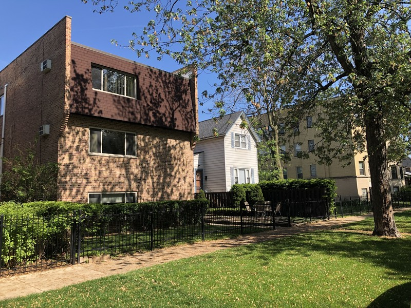 Real Estate Photography - 4881 N. Hermitage Avenue, Unit 102, Chicago, IL, 60640 - NORTH SIDE OF BUILDING