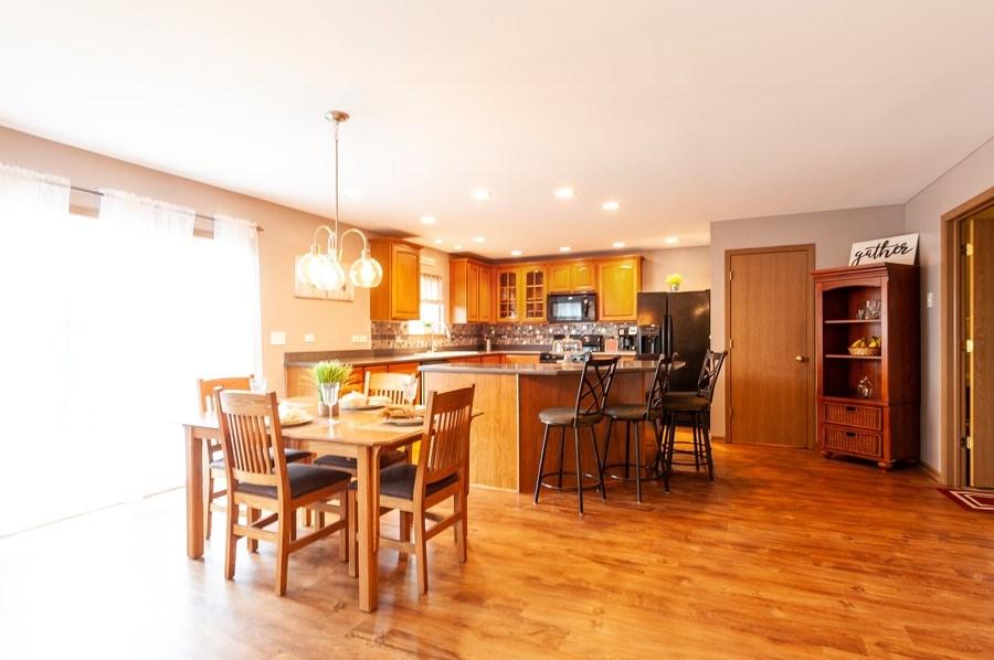 Real Estate Photography - 3912 Stonebridge Drive, Zion, IL, 60099 - Kitchen / Breakfast Room