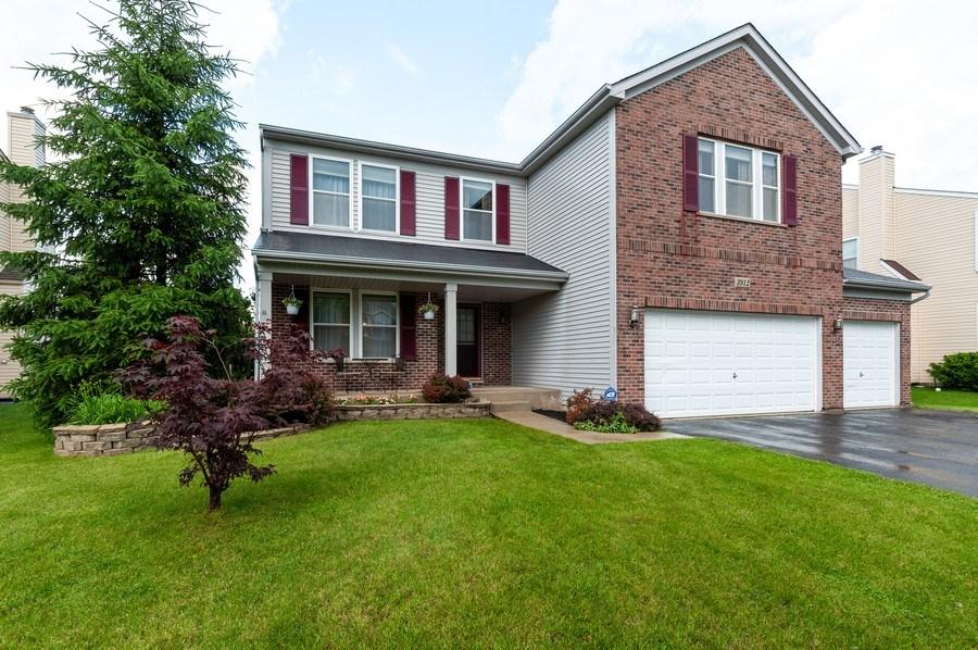 Real Estate Photography - 3912 Stonebridge Drive, Zion, IL, 60099 - Front View