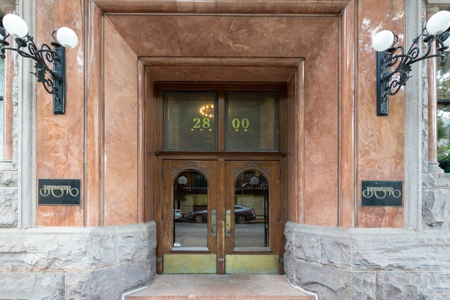 Real Estate Photography - 2800 N. PINE GROVE Avenue, Unit 3C, Chicago, IL, 60657 - Front View
