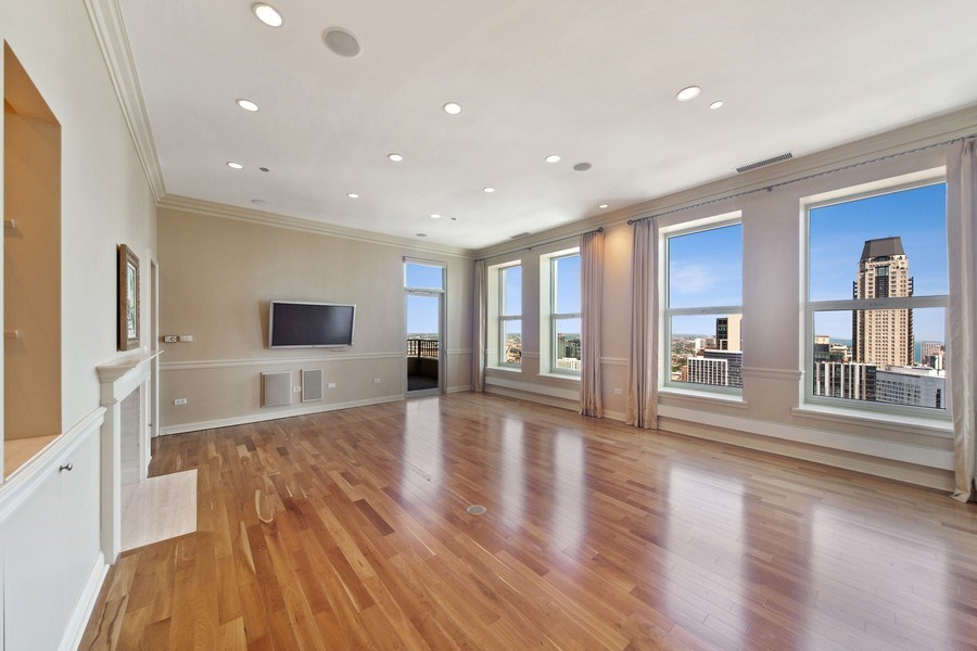 Real Estate Photography - 25 East Superior St, 4301, Chicago, IL, 60611 - Living Room