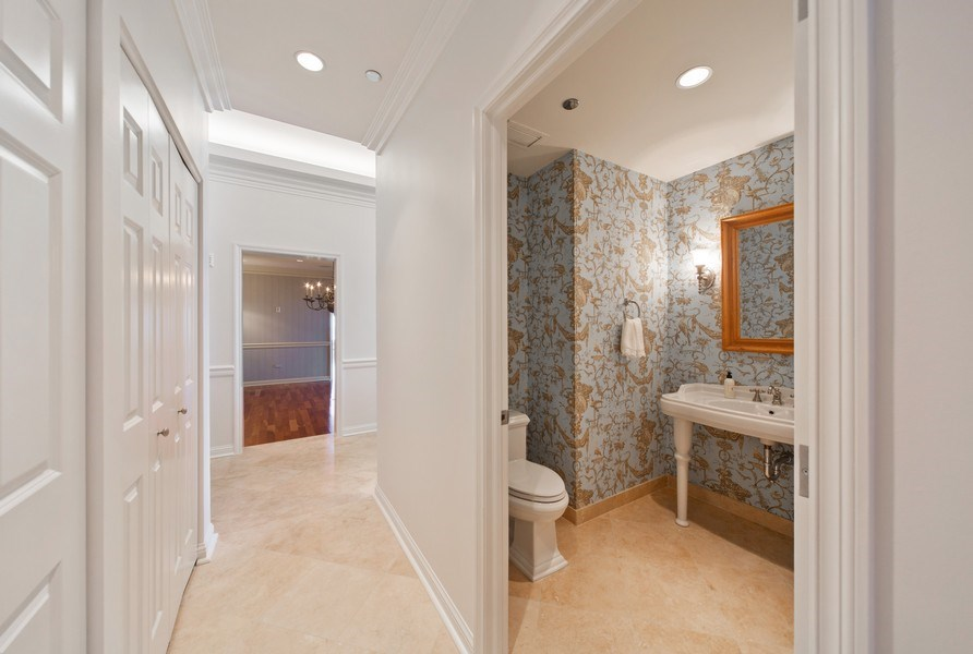 Real Estate Photography - 25 East Superior St, 4301, Chicago, IL, 60611 - Hallway