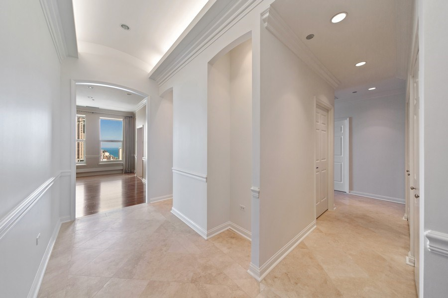 Real Estate Photography - 25 East Superior St, 4301, Chicago, IL, 60611 - Entryway