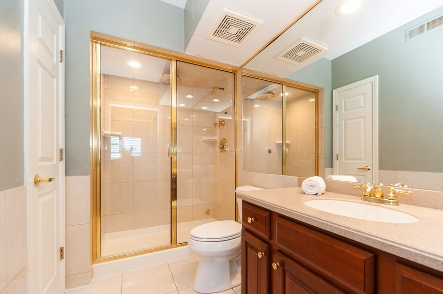 Real Estate Photography - 200 W. Campbell Street, Unit 809, Arlington Heights, IL, 60005 - Master Bathroom