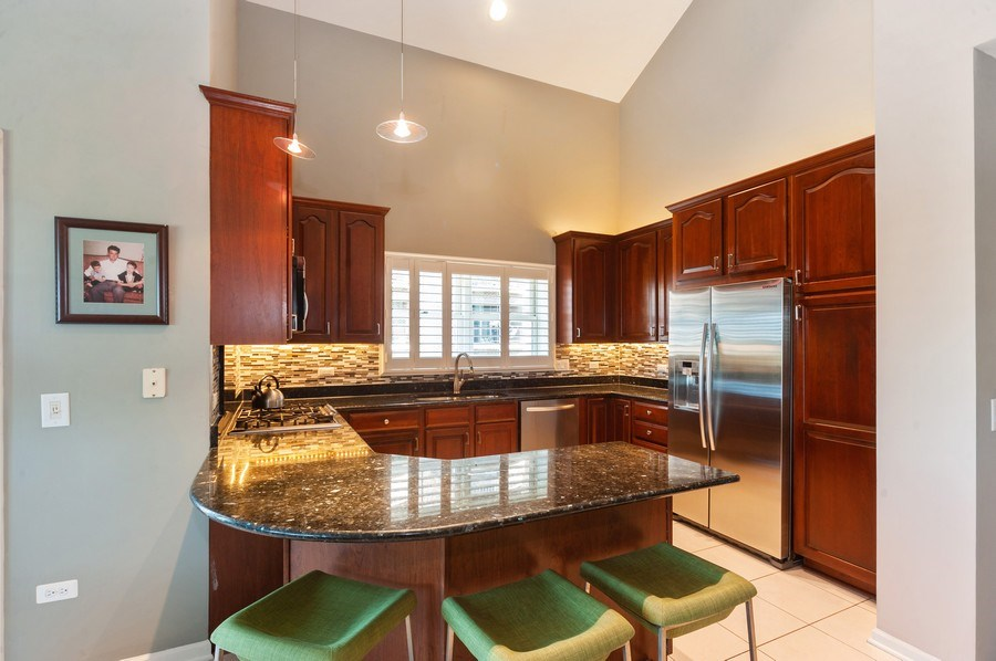 Real Estate Photography - 200 W. Campbell Street, Unit 809, Arlington Heights, IL, 60005 - Kitchen