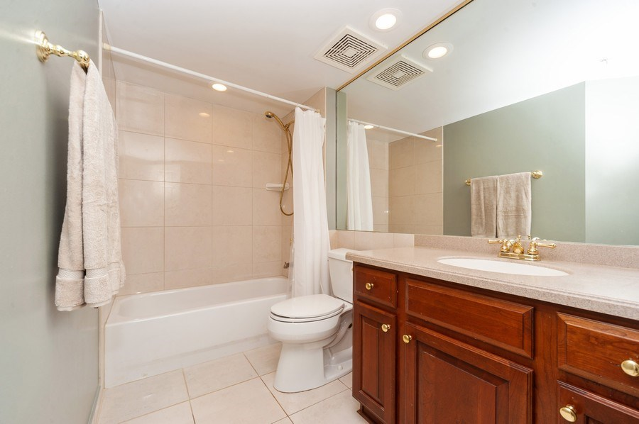Real Estate Photography - 200 W. Campbell Street, Unit 809, Arlington Heights, IL, 60005 - Bathroom
