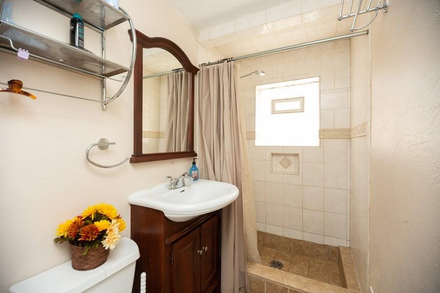 Real Estate Photography - 1115 Potter Rd, Park Ridge, IL, 60068 - 3rd Bathroom