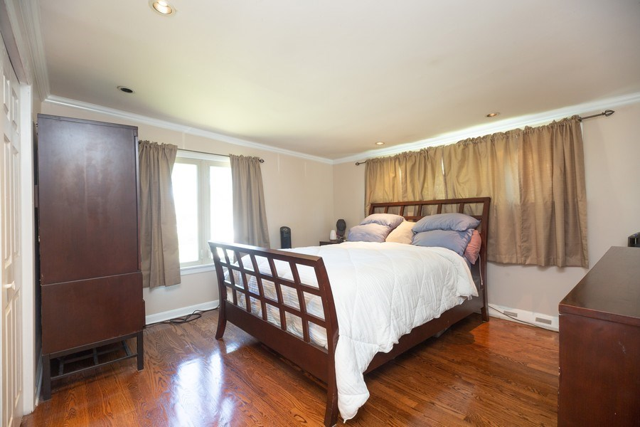 Real Estate Photography - 1115 Potter Rd, Park Ridge, IL, 60068 - Master Bedroom