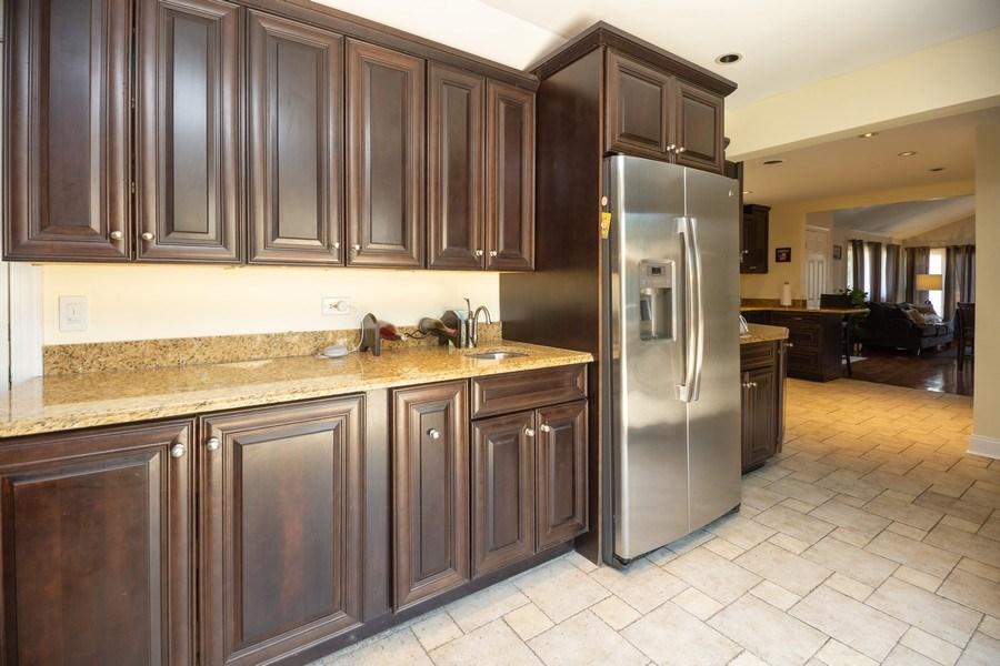 Real Estate Photography - 1115 Potter Rd, Park Ridge, IL, 60068 - Kitchen