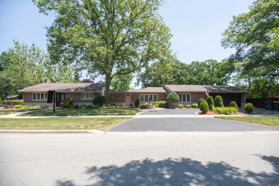 Real Estate Photography - 1115 Potter Rd, Park Ridge, IL, 60068 - Front View