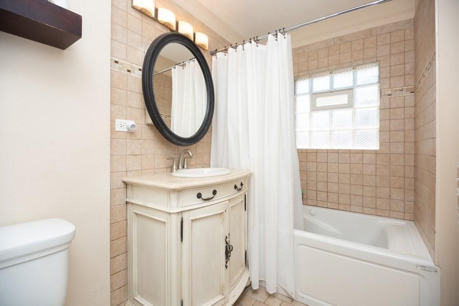 Real Estate Photography - 1115 Potter Rd, Park Ridge, IL, 60068 - Bathroom