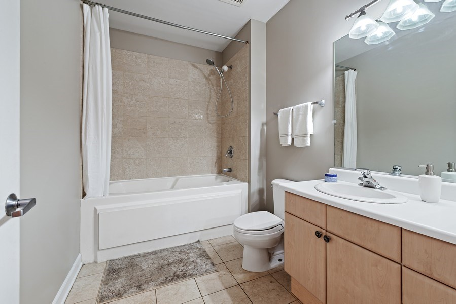 Real Estate Photography - 15 South Throop St, 606, Chicago, IL, 60607 - Bathroom