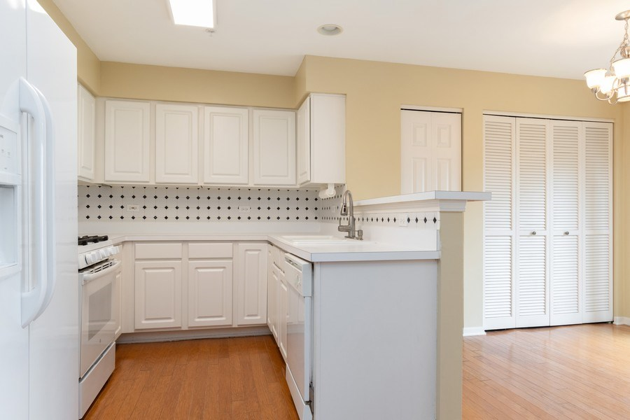 Real Estate Photography - 2454 Frost Drive, Unit 2454, Aurora, IL, 60503 - Kitchen / Breakfast Room