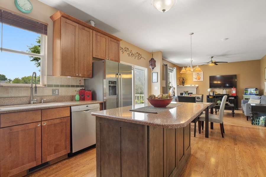 Real Estate Photography - 866 Deer Path Drive, Antioch, IL, 60002 - Kitchen / Breakfast Room