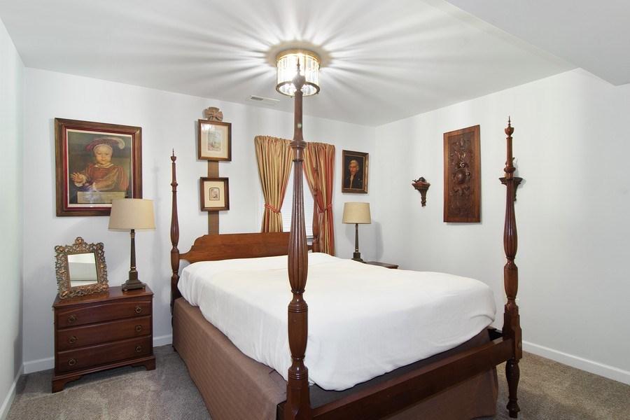 Real Estate Photography - 489 Park Barrington Drive, Barrington, IL, 60010 - 2nd Bedroom
