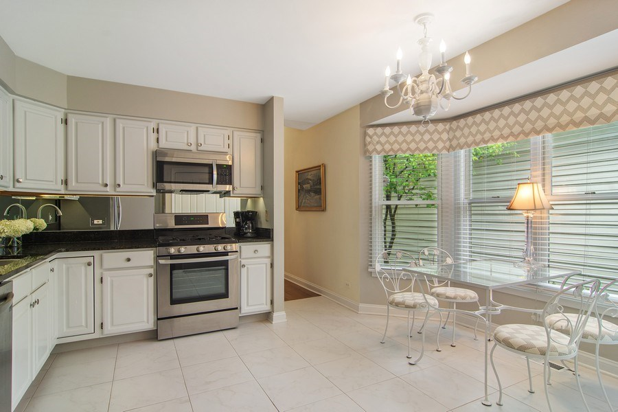 Real Estate Photography - 489 Park Barrington Drive, Barrington, IL, 60010 - Kitchen