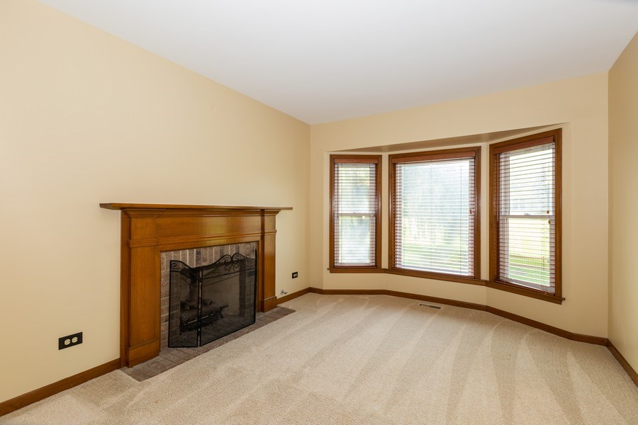 Real Estate Photography - 1305 Gaslight Drive, Algonquin, IL, 60102 - Sitting Room