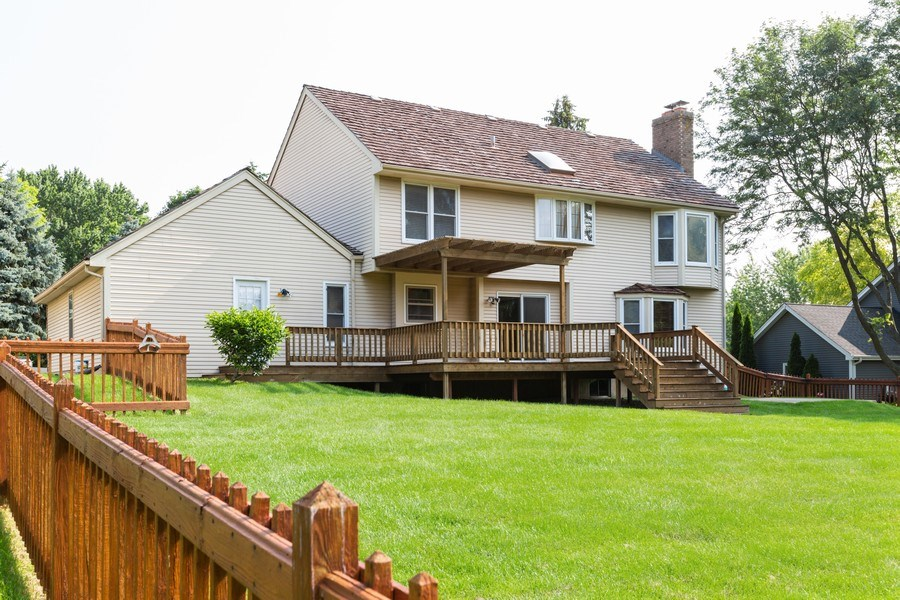 Real Estate Photography - 1305 Gaslight Drive, Algonquin, IL, 60102 - Side View