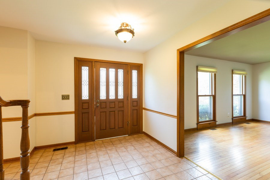 Real Estate Photography - 1305 Gaslight Drive, Algonquin, IL, 60102 - Entryway
