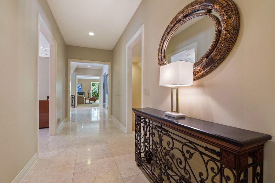Real Estate Photography - 1660 ROBINWOOD Lane, Riverwoods, IL, 60015 - Hallway