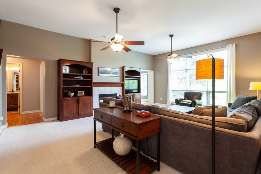 Real Estate Photography - 7 Fenview Ct, Bolingbrook, IL, 60440 - Family Room