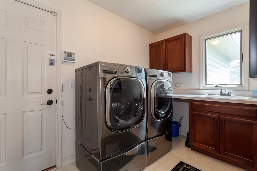 Real Estate Photography - 7 Fenview Ct, Bolingbrook, IL, 60440 - Laundry Room
