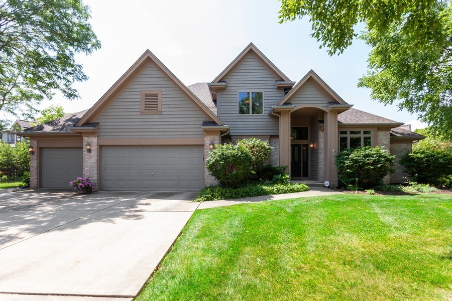 Real Estate Photography - 7 Fenview Ct, Bolingbrook, IL, 60440 - Front View