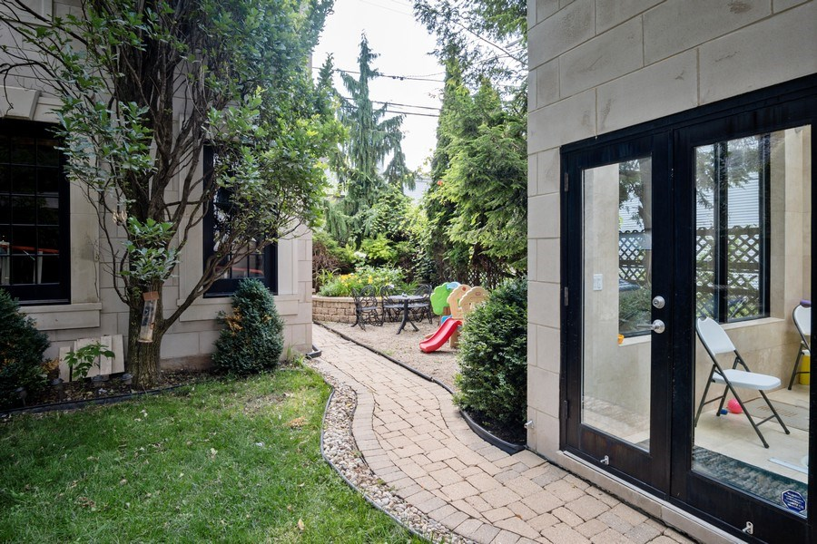 Real Estate Photography - 1717 N. HERMITAGE Avenue, Chicago, IL, 60622 -