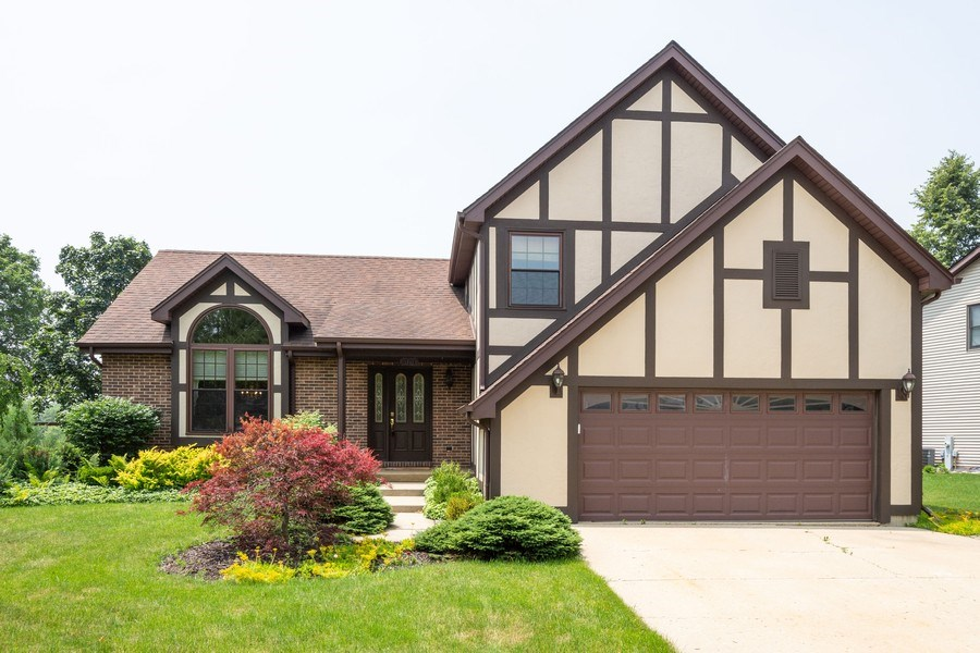 Real Estate Photography - 360 Stone Avenue, Lake Zurich, IL, 60047 - Front View