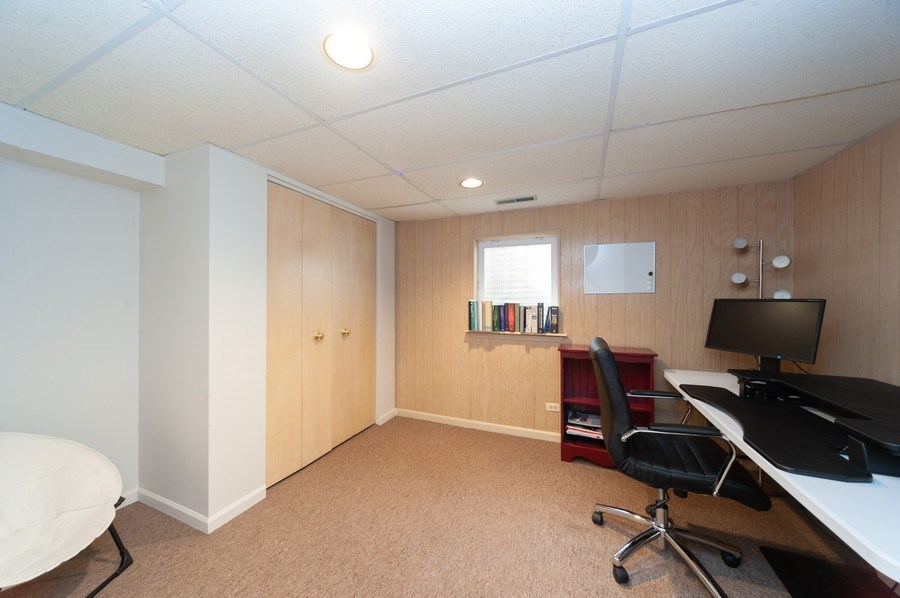 Real Estate Photography - 3027 N. Huntington Drive, Arlington Heights, IL, 60004 - Office