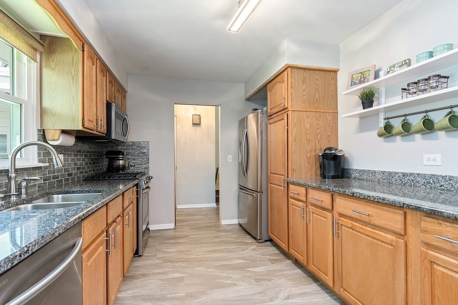 Real Estate Photography - 317 West Gartner Rd, Naperville, IL, 60540 - Kitchen