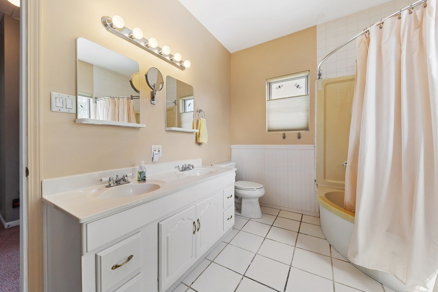 Real Estate Photography - 3517 Park Avenue, Brookfield, IL, 60513 - Bathroom