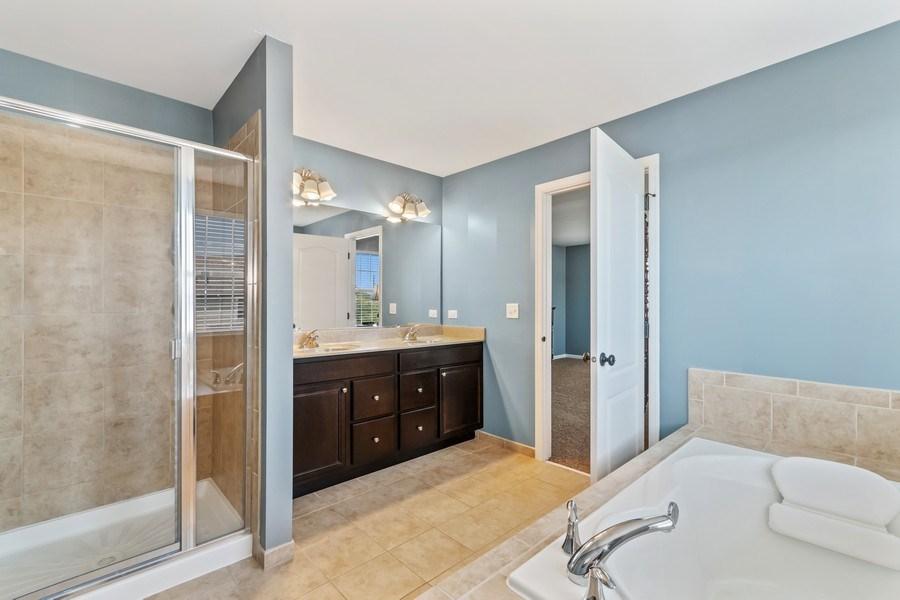 Real Estate Photography - 1212 Falcon Ridge Dr, Elgin, IL, 60124 - Master Bath w/Dual Sinks & Soaker Tub