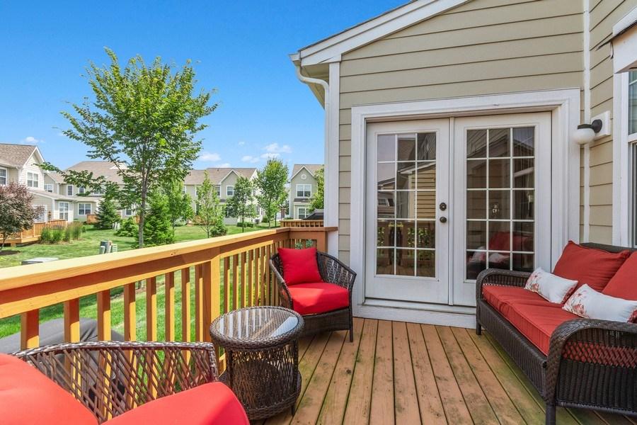 Real Estate Photography - 1212 Falcon Ridge Dr, Elgin, IL, 60124 - Easy Low Maintenance Lifestyle