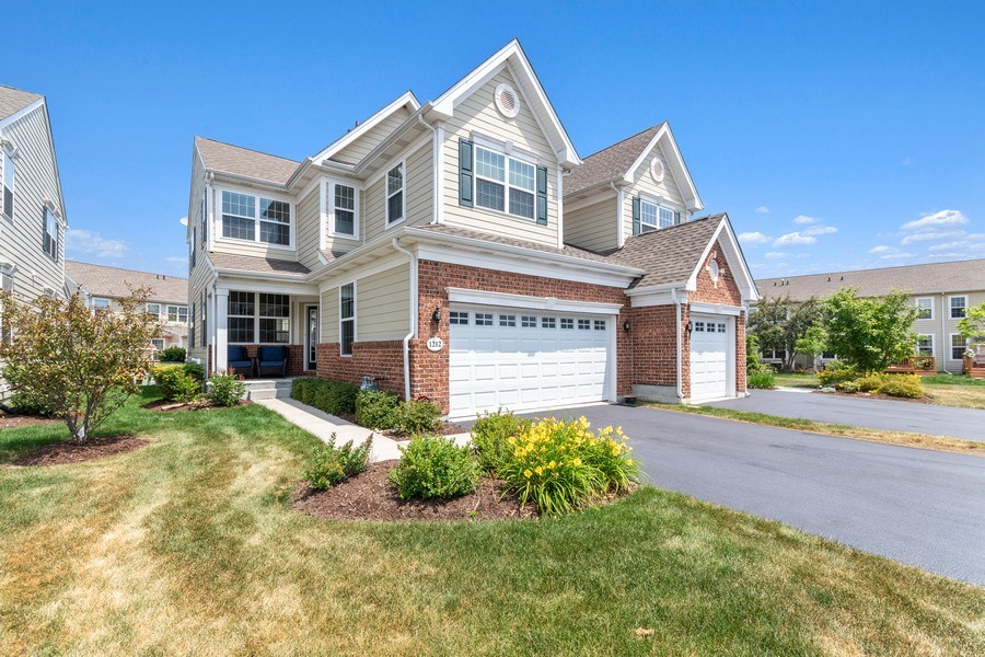 Real Estate Photography - 1212 Falcon Ridge Dr, Elgin, IL, 60124 - 3 BEDROOM | 2.1 BATHS | 2521 SQ FT